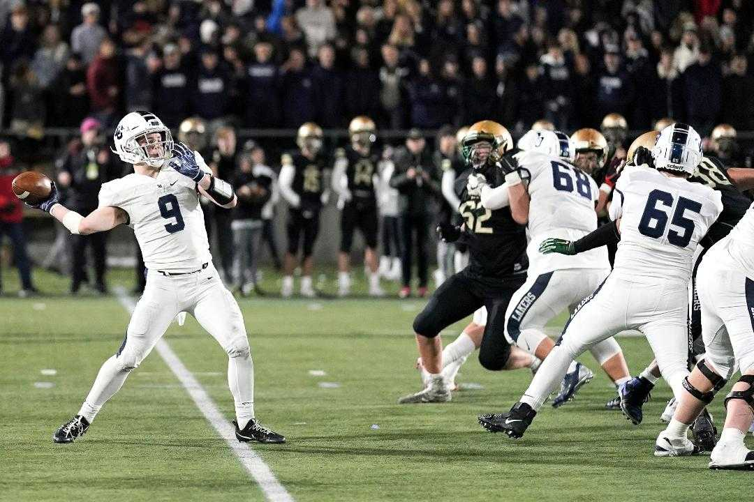Casey Filkins threw for 225 yards, including a 69-yard score, in a semifinal win over Jesuit. (Photo by Jon Olson)