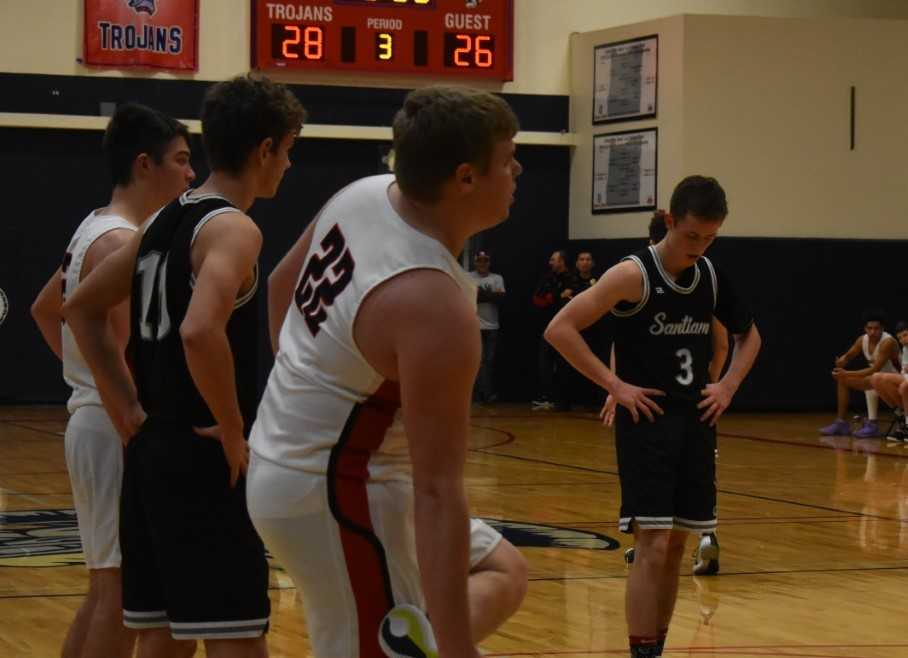 Santiam's Colin Thurston (3) goes to the line during the third quarter Thursday. (Photo by Jeremy McDonald)