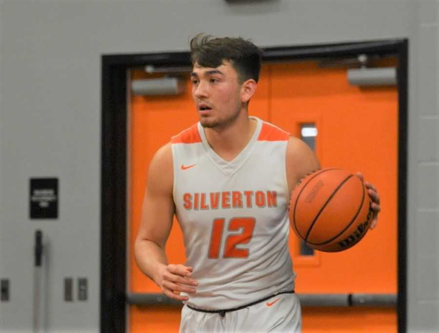 David Gonzales scored 22 points in Silverton's win over South Albany. (Photo by Jeremy McDonald)