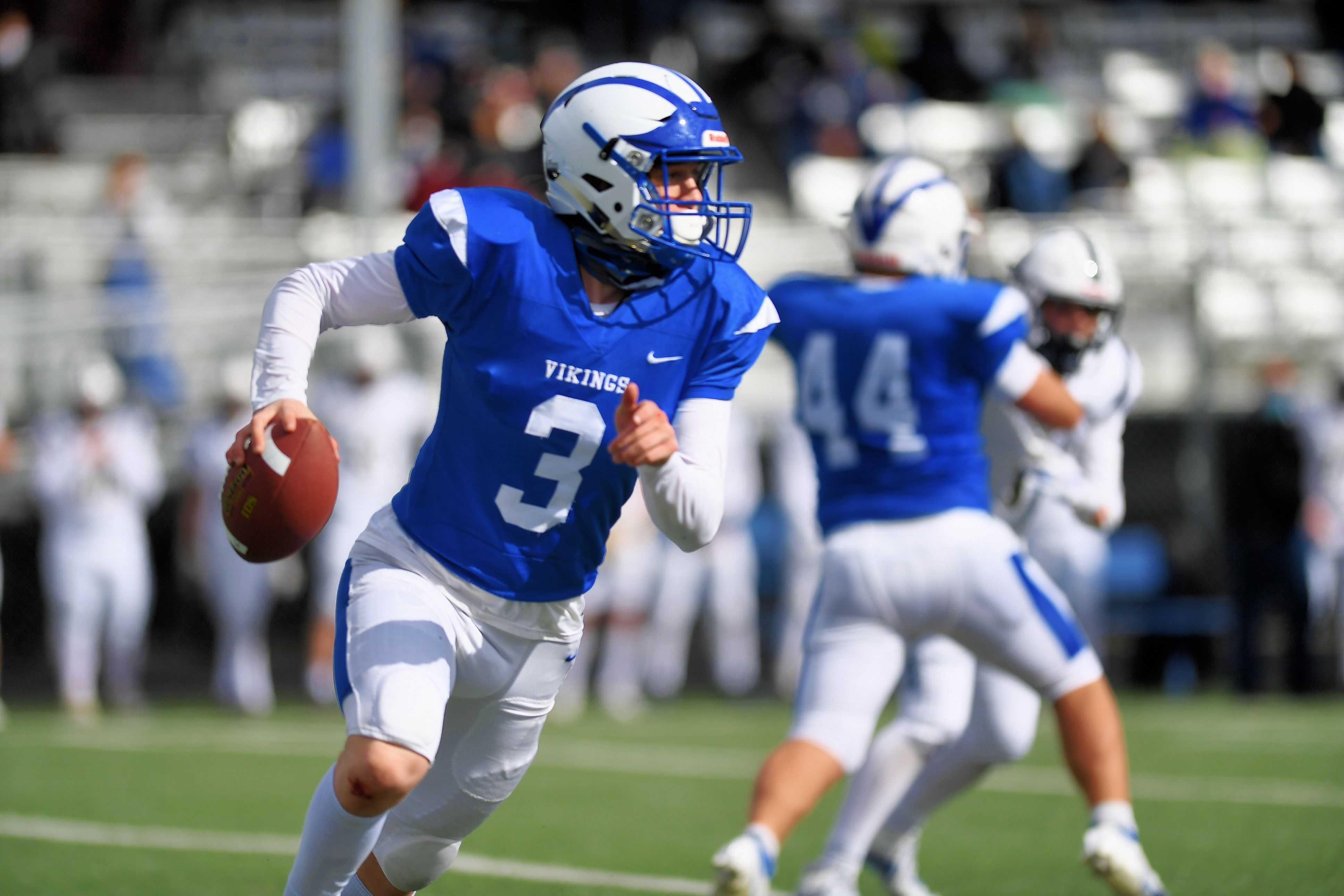 Mazama's Tristan Lee, a 6-3 senior, is having a big season at quarterback and in the secondary. (Leon Neuschwander/SBLive)